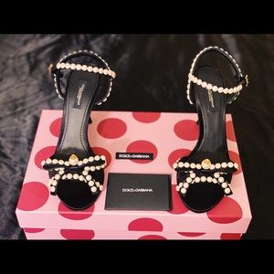 Dolce and gabbana pearl bow sandals